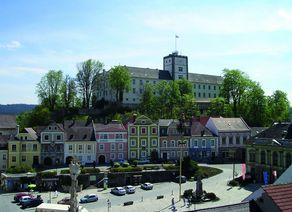 Weitra Rathausplatz Schloss Vogelperspektive Karin Pollak noen