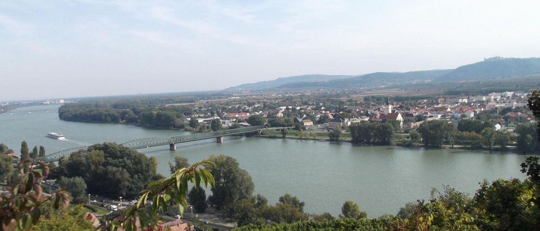Blick vom Welterbesteig Wachau auf Mautern Donau Niedero sterreich 1